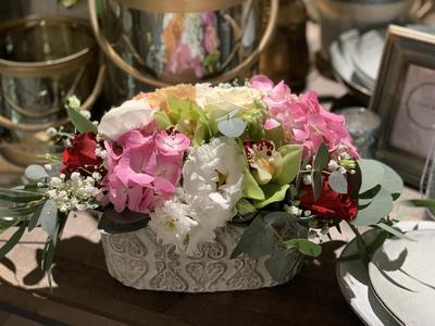 Kvetinový box rôzne farebné kvety