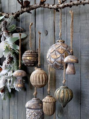 Vianočná guľka prírodná závesná dekorácia priemer 8cm - 3